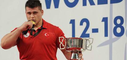 Barcelona'da düzenlenen Yaz Olimpiyatlarında 62 kiloda güreşçi Akif Pirim altın madalya kazandı.