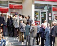 Bankalar emeklileri takibe aldı