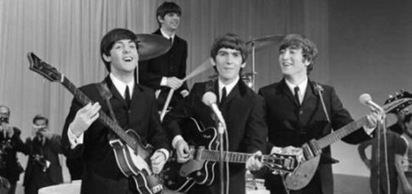Beatles müzik grubundan John Lennon İngiltere'nin Biafra'ya müdahalesi ile Amerika'nın Vietnam politikasına verdiği desteği protesto amacıyla, İngiltere Kraliçesinin verdiği unvanı reddetti.