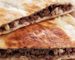 Kıymalı ve Cevizli Sac Böreği Tarifi