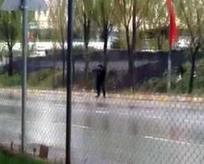 Bunalıma giren güvenlik polise ateş etti