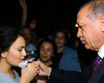 Genç kızı Erdoğan teselli etti