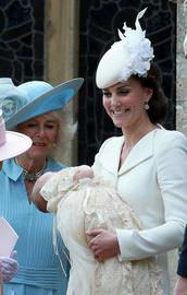 İngiltere kraliyet bebeği vaftiz edildi
