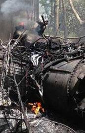 F-16 ile küçük yolcu uçağı havada çarpıştı