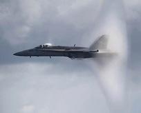 Ses duvarını delen muhteşem uçak!