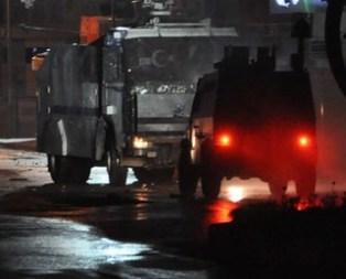 Hakkari'de adliye ve polis lojmanlarına saldırı