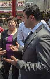 Başörtülü kadından Demirtaşı susturan tepki