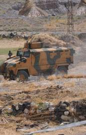 Askeri araca saldıran 2 terörist öldürüldü