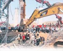 İskele çöktü: 3 işçi öldü