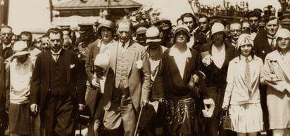 Şapka giyilmesi konusundaki kanun, TBMM'de kabul edildi. Kanun, 28 Kasım'da yürürlüğe girdi. Kanun kabul edilirken, Rize'de şapka ve diğer inkılaplara karşı gösteriler yapıldı. Göstericilerden 8'i idama mahkûm edildi.