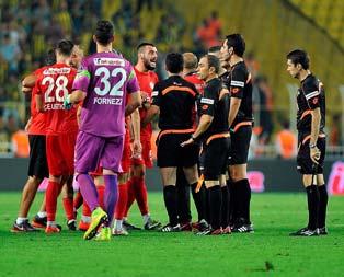 Sosyal medyada hakeme penaltı tepkisi!