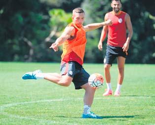 Cimboma Podolski şoku idmanda sakatlandı
