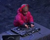 4 yaşındaki DJden harika şov!