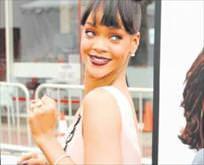 Rihanna kilidi kırdı