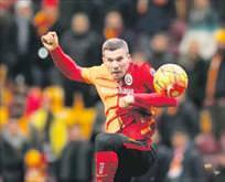 Sneijder & Poldi giderse kimle oynayacağız
