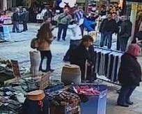 Seyyar satıcı Suriyeli çocuğu yere çarptı