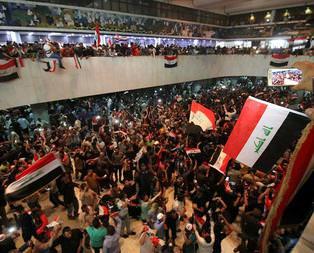 Irakta göstericiler parlamento binasını bastı