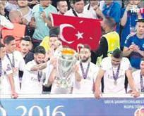 Kupa törenine Türk damgası