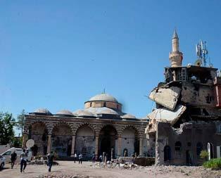 Tarihi cami onarılıyor