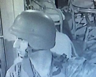 Darbe yapıldığı haberini alan asker gözyaşlarını tutamadı