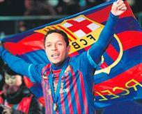 Sol bek transferinde Adriano imzaya kaldı