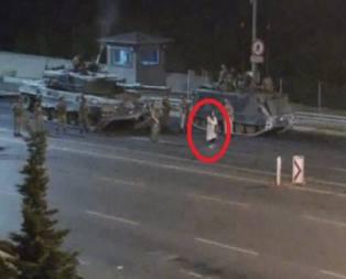 Tank ve askerlere meydan okuyan kadın konuştu!
