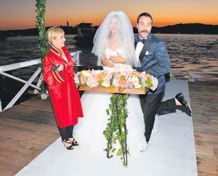 Güle oynaya evlendiler