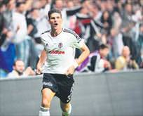 Beşiktaş taraftarından Gomez'e dön çağrısı