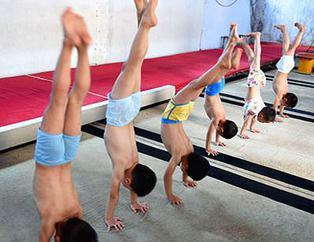 Çin'de işkence gibi eğitim
