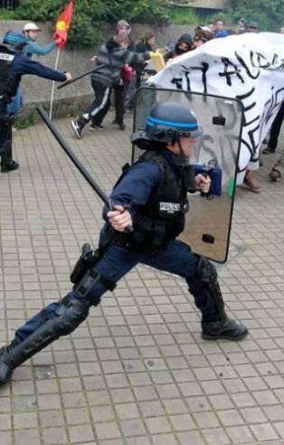 Fransız polisinden eylemcilere sert müdahale