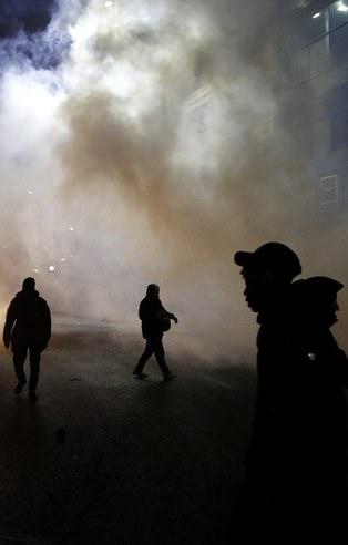 Paris'te sokaklar savaş alanına döndü!