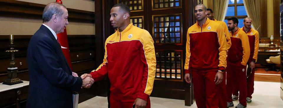 G.Saraylı basketçilerden Erdoğana ziyaret