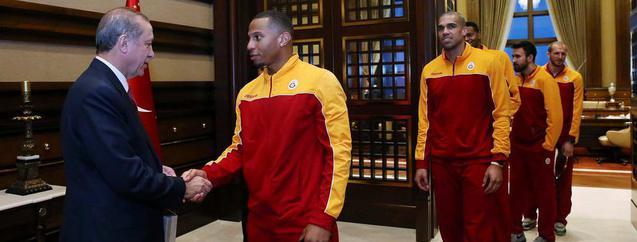 G.Saraylı basketçilerden Erdoğan'a ziyaret