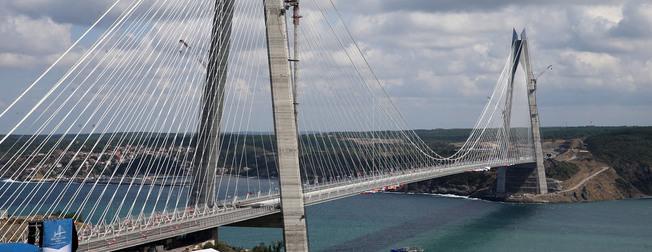 Halk Yavuz Sultan Selim Köprüsü aç�l���na ak�n ediyor