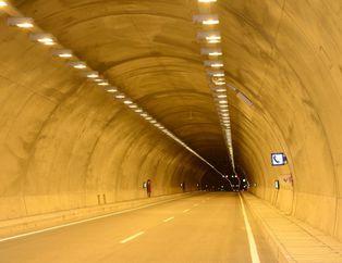 Karahan Tüneli'nden araç geçişleri başladı