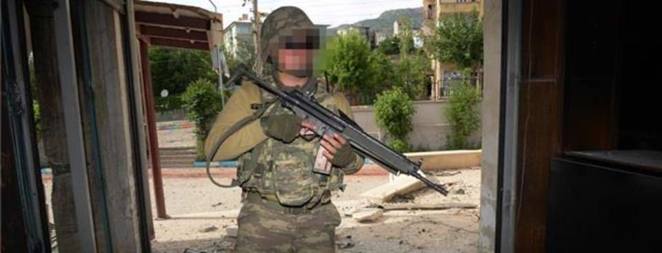 PKKlı teröristler kaçarken evleri ateşe veriyor