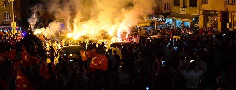 Tüm Türkiyede demokrasi nöbeti devam ediyor