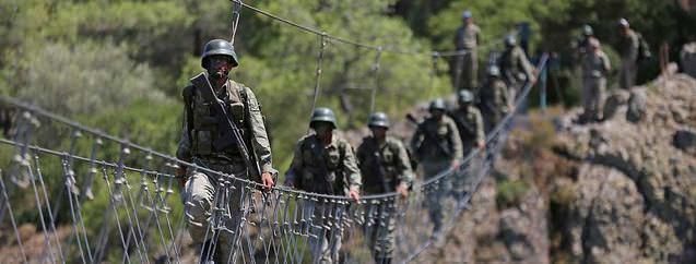 Türk askeri dünyanın en zorlu eğitiminden geçiyor