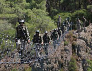 T�rk askeri d�nyan�n en zorlu e�itiminden ge�iyor