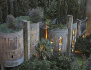 Çılgın mimar eski fabrikayı ev yaptı!