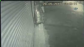 Sadaka kutusu hırsızı güvenlik kamerasında