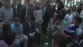 Başbakan Davutoğlu gençlerle birlikte horon tepti