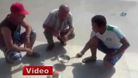 Adana'nın sıcağı tavada yumurta pişirtti