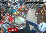 Kadın esnaf, tabancalı 2 gaspçıyı bıçakla kovaladı