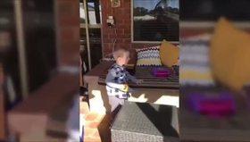 Küçük oğluna babasından acımasız şaka!