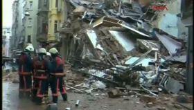 İstiklal Caddesi'nde bir bina çöktü