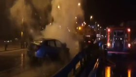 E-5'te kaza yapan araç alev alev yandı