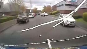 Ters yöne giren araç yayaya böyle çarptı