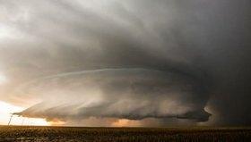 Kansas üzerindeki süper hücreli fırtına bulutu görüntülendi