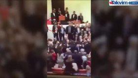 CHP'li vekilin AK Parti'li Şahin'in burnunu kırdığı an kamerada